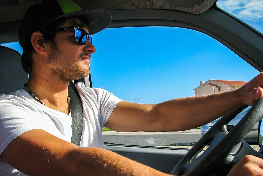 surfer-sunglasses-cap-bus